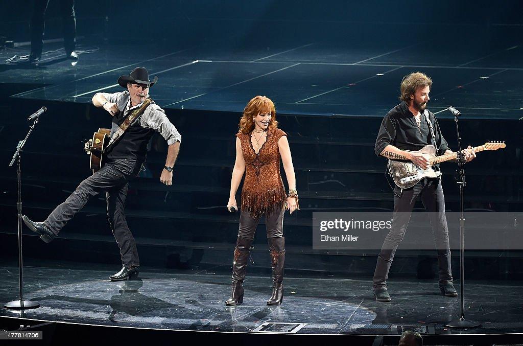 """Reba, Brooks & Dunn: Together In Vegas"" Opening Weekend At Caesars Palace : News Photo"