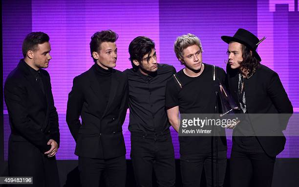 Recording artists Liam Payne Louis Tomlinson Zayn Malik Niall Horan and Harry Styles of One Direction accept the Favorite Pop/Rock Album award for...