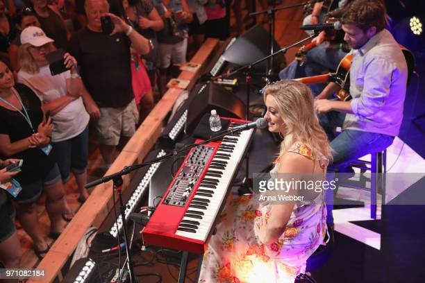 Recording artists Rachel Wammack and Carlton Anderson perform onstage during Sony Discovered in the HGTV Lodge at CMA Music Fest on June 10 2018 in...