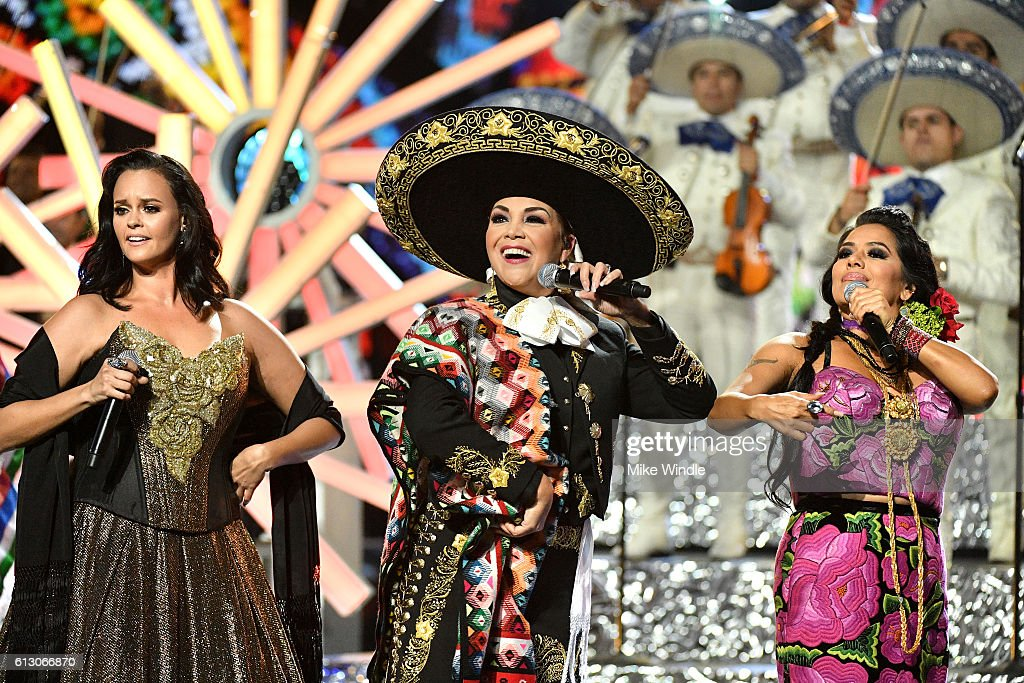 2016 Latin American Music Awards - Show