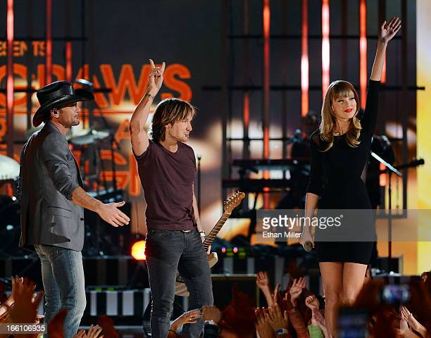 Recording artists Tim McGraw Keith Urban and Taylor Swift perform onstage during Tim McGraw's Superstar Summer Night presented by the Academy of...
