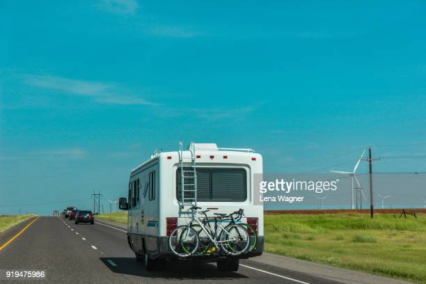 recreational vehicle driving on an open road - shreveport stock pictures, royalty-free photos & images