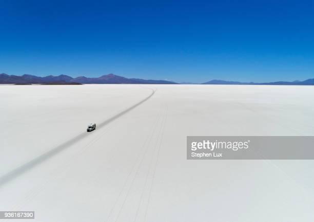 recreational vehicle, travelling across salt flats, salar de uyuni, uyuni, oruro, bolivia, south america - salt flat stock pictures, royalty-free photos & images