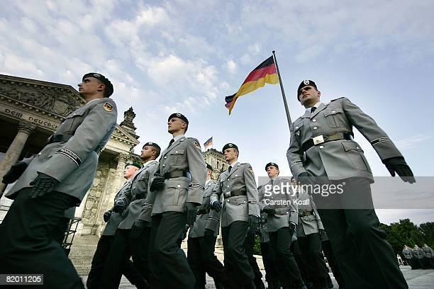 Recruits of the German armed forces the Bundeswehr leave their swearingin ceremony in front of the Reichstag on July 20 2008 in Berlin Germany 500...