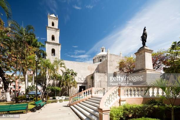 rectoria el jesus tercera orden from parque hidalgo, merida - yucatan stock pictures, royalty-free photos & images