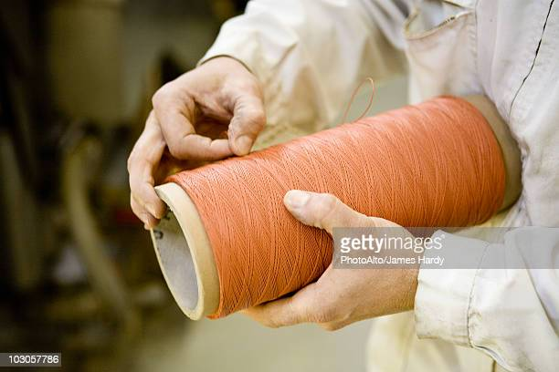 recyclable composite textile fabrication department of factory, worker performing quality control on thread - fábrica têxtil imagens e fotografias de stock