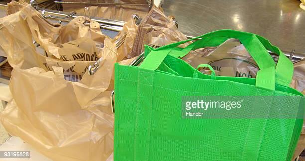 リサイクル紙やプラスチック&再利用ですか? あります。