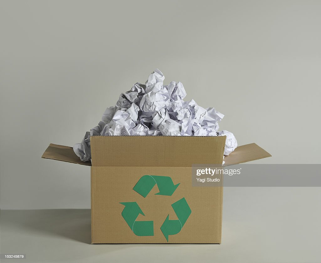 Recycling box and wastepaper : Foto de stock