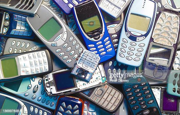Recycling obsolete mobile phones