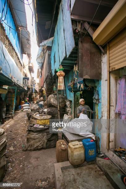 リサイクル ワーカー、dharavi のスラム街、ムンバイ、インド - ダーラーヴィー ストックフォトと画像