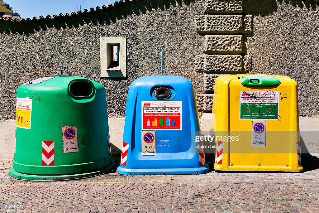 Recyclingbehaelter in Italien - trashcan in Italy : News Photo