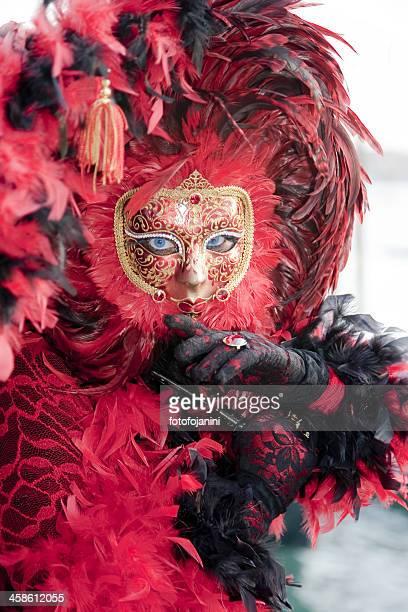 mascherina rosso e nero - fotofojanini foto e immagini stock
