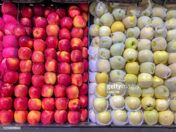 red and yellow apples - liyao xie stock-fotos und bilder