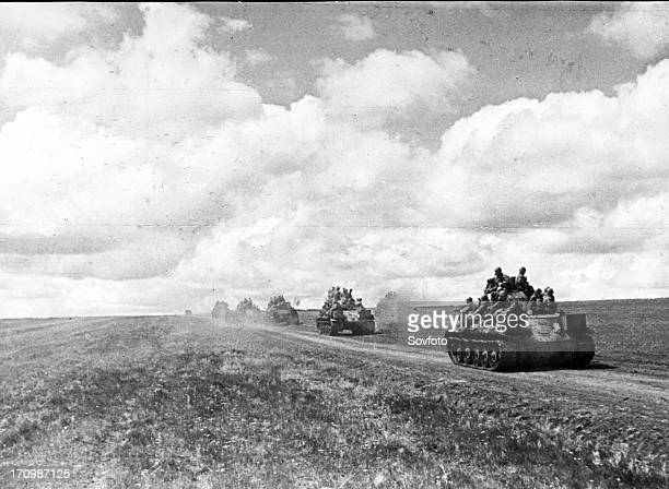 Red army tanks move into forward positions in kursk bulge in july 1943