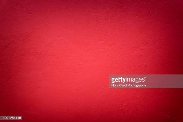 red background with textures and vignette - rood stockfoto's en -beelden