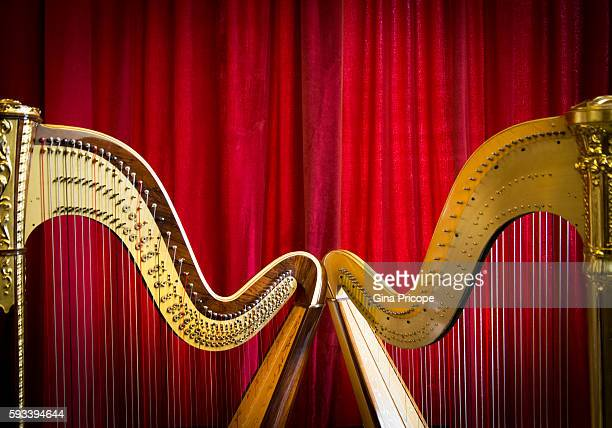 Red background with two harps.