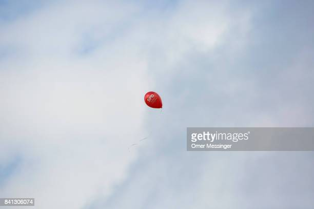 A red baloon with the logo of the German SPD party is seen in the sky during a 'Martin Schulz live' election campaign event on August 31 2017 in...