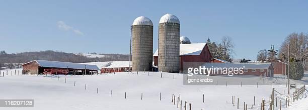 レッドバーンや倉庫冬のパノラマ - アメリカ大西洋岸中部 ストックフォトと画像