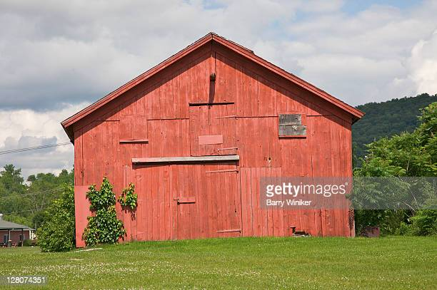 red barn, wingdale, new york - barn stock pictures, royalty-free photos & images