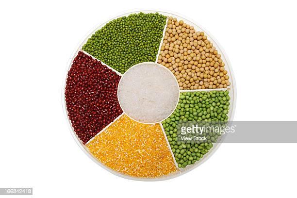 red bean,mung bean,rice and soybean - keurig stockfoto's en -beelden