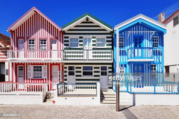 red, blue and green striped color houses of costa nova, aveiro (portugal) - アヴェイロ県 ストックフォトと画像