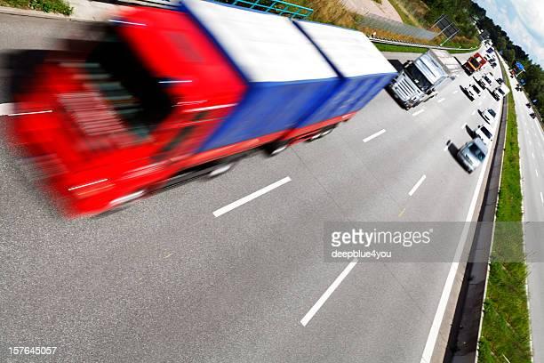red Bewegungsunschärfe Lkw auf der Autobahn