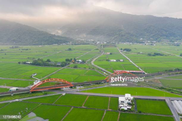 red bridge in yuli, hualien, taiwan - hualien county stock pictures, royalty-free photos & images