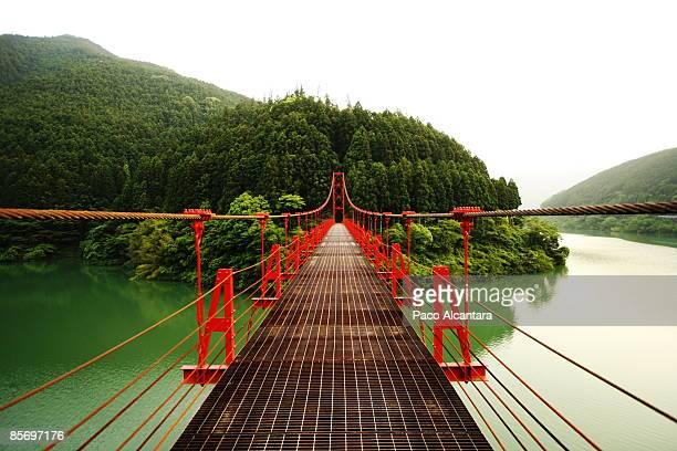 red bridge - präfektur wakayama stock-fotos und bilder