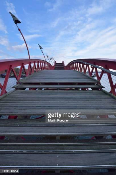 Red bridge, Python bridge (Hoge brug).