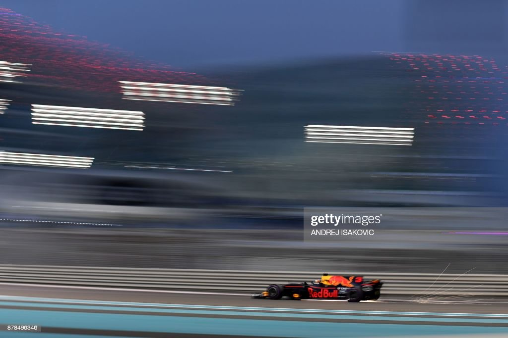 Red Bull's Australian driver Daniel Ricciardo drives during the second practice session ahead of the Abu Dhabi Formula One Grand Prix at the Yas Marina circuit on November 24, 2017. / AFP PHOTO / Andrej ISAKOVIC