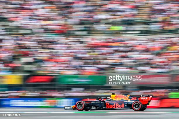Red Bull's Dutch driver Max Verstappen powers his car during the quallifying session of the Mexican Grand Prix at the Hermanos Rodriguez circuit in...
