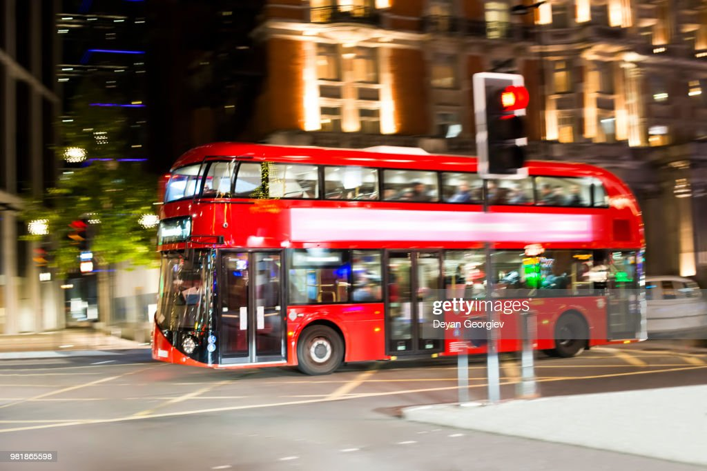 Red Bus in City of London : Foto de stock