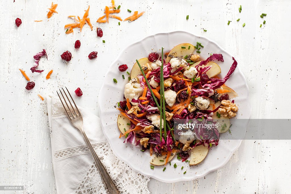 Red cabbage salat with cranberries and chia seeds : Stock-Foto