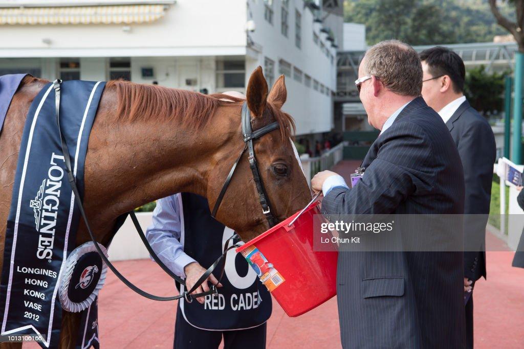 Red Cadeaux Wins Longines Hong Kong Vase G1 2400m At Sha Tin
