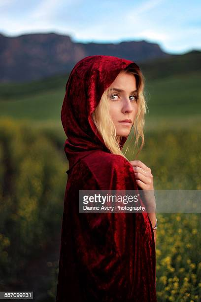 red cape blond teen girl - le petit chaperon rouge photos et images de collection