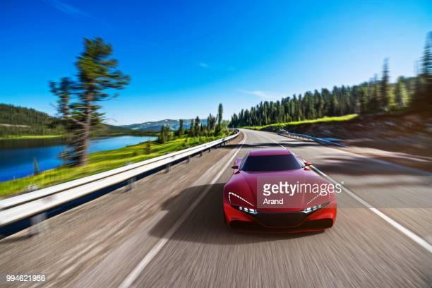 rotes Auto fahren auf einer Bergstraße