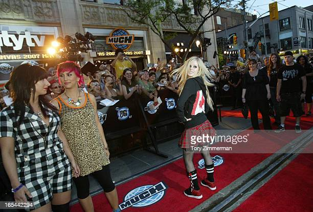 MMVAS Red carpet arrivals at the Much Music Video Awards In this pic Avril shows off her canadian sweatshirt for the photographers