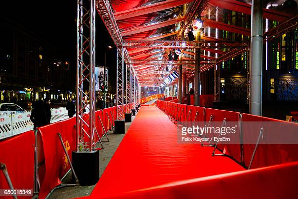 red carpet in event at night - film premiere stock pictures, royalty-free photos & images