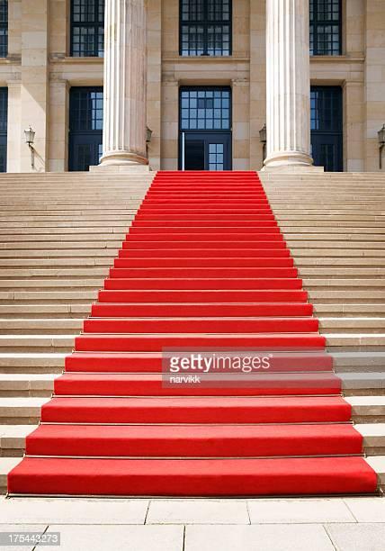 tappeto rosso sulla scala - tappeto rosso foto e immagini stock