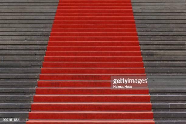 red carpet on the steps of the konzerthaus berlin concert hall, berlin, germany - konzerthaus berlin - fotografias e filmes do acervo