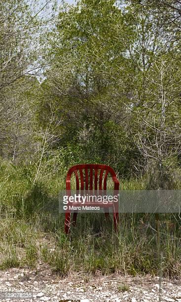red chair - marc mateos fotografías e imágenes de stock