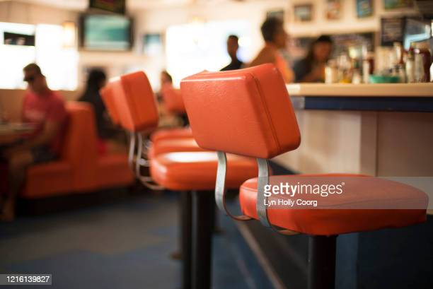 red chairs and booth in defocussed diner - lyn holly coorg stock pictures, royalty-free photos & images
