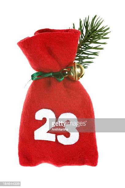 Rojo bolsa de Navidad Aislado en blanco calendario navideño