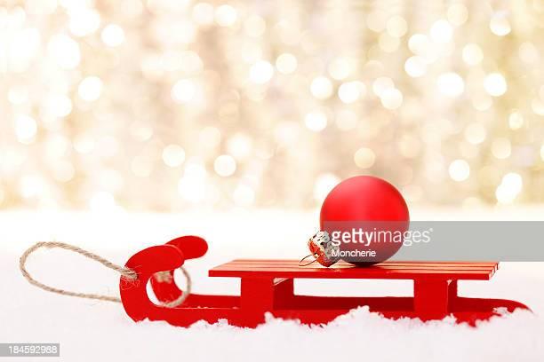 Rosso palla di Natale in Slitta da traino
