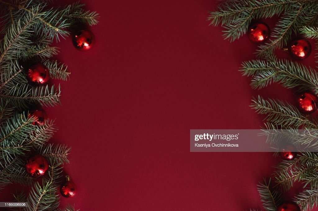 Red Christmas baubles decoration on red background with copy space. New Year greeting card. Minimal style. Flat lay. : Foto de stock