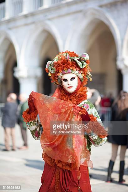 red costume - carnaval de venise photos et images de collection