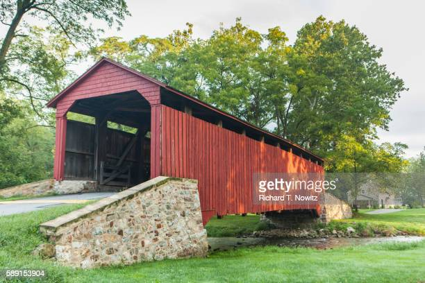 red covered bridge at historic poole forge - lancaster county pennsylvania stock pictures, royalty-free photos & images