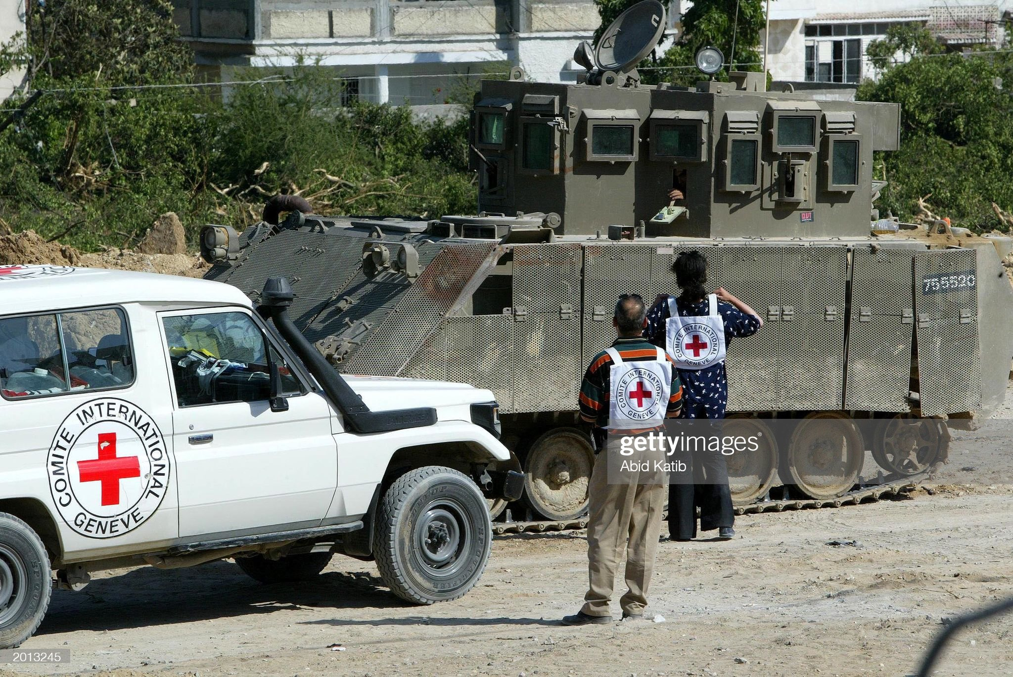 https://media.gettyimages.com/photos/red-cross-members-talk-with-an-israeli-soldier-inside-a-tank-as-they-picture-id2013245?s=2048x2048