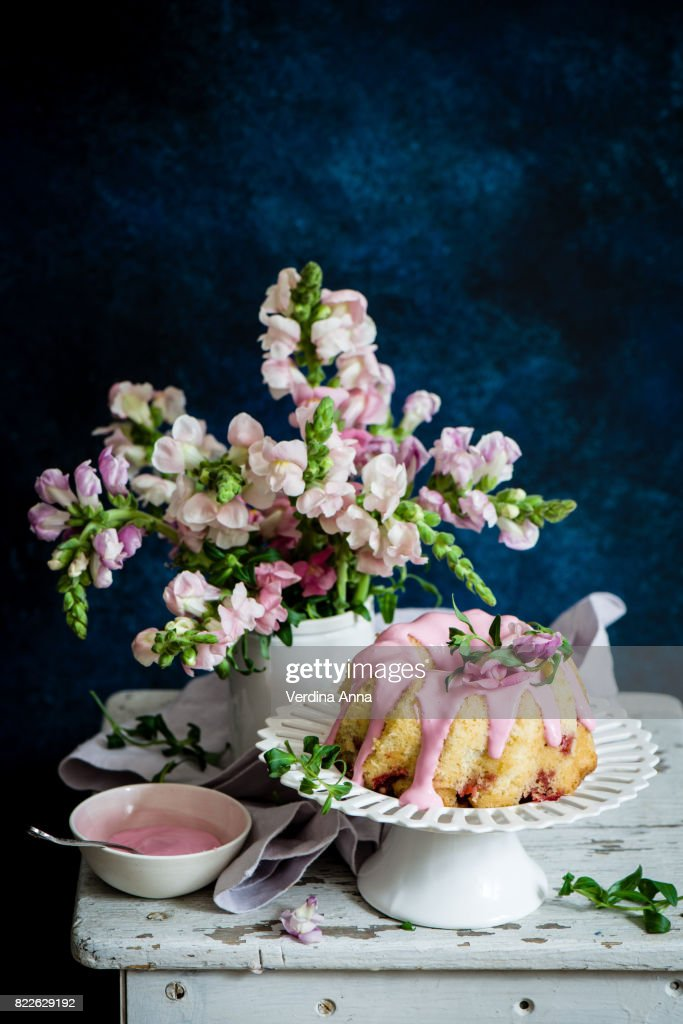 red currant cake : Stock Photo