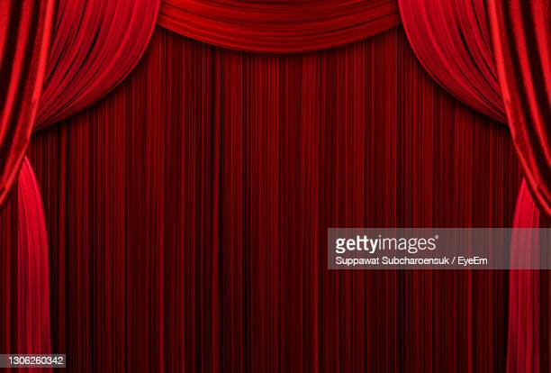 red curtains theater scene stage backdrop. curtain with space for copy. show background performance. - theatrical performance photos et images de collection